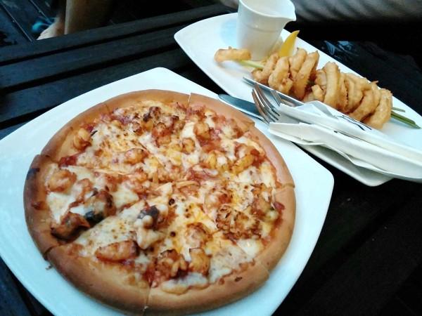 Pizza, Calamari, Onion Ring
